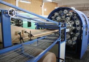 Укладка и склейка трубы бумажного мешка