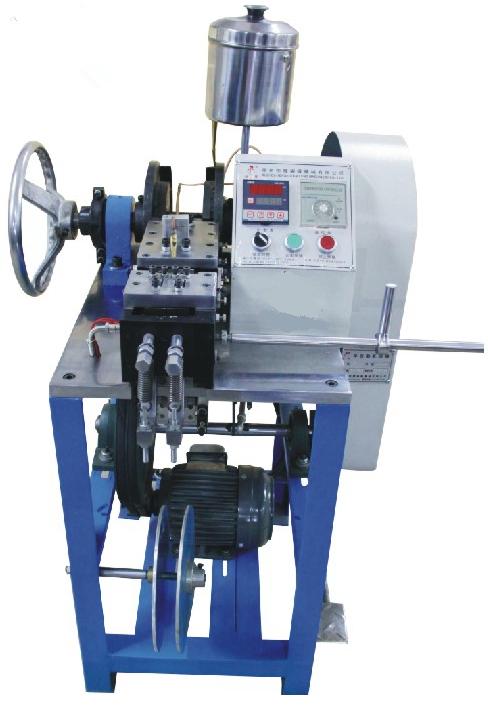 Полуавтоматический станок для установки пластиковых фиксаторов
